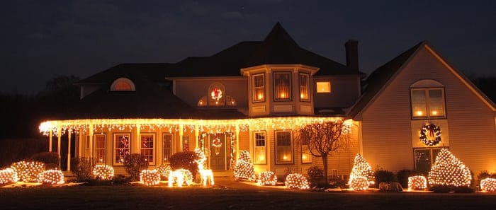 how to set up your outdoor christmas lights in 3 easy steps